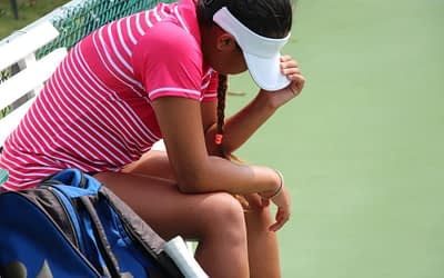 Distractions in tennis happen – learn to deal with them by being present